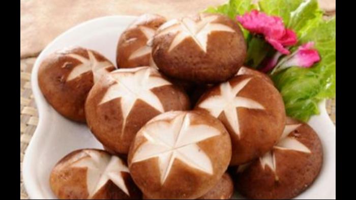 买香菇时是越大越好吗?跟小福学习这5点,就能挑选到新鲜好吃的香菇